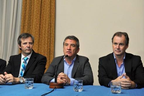Parte una misión comercial a Chile encabezada por Urribarri, Bordet y Bahl